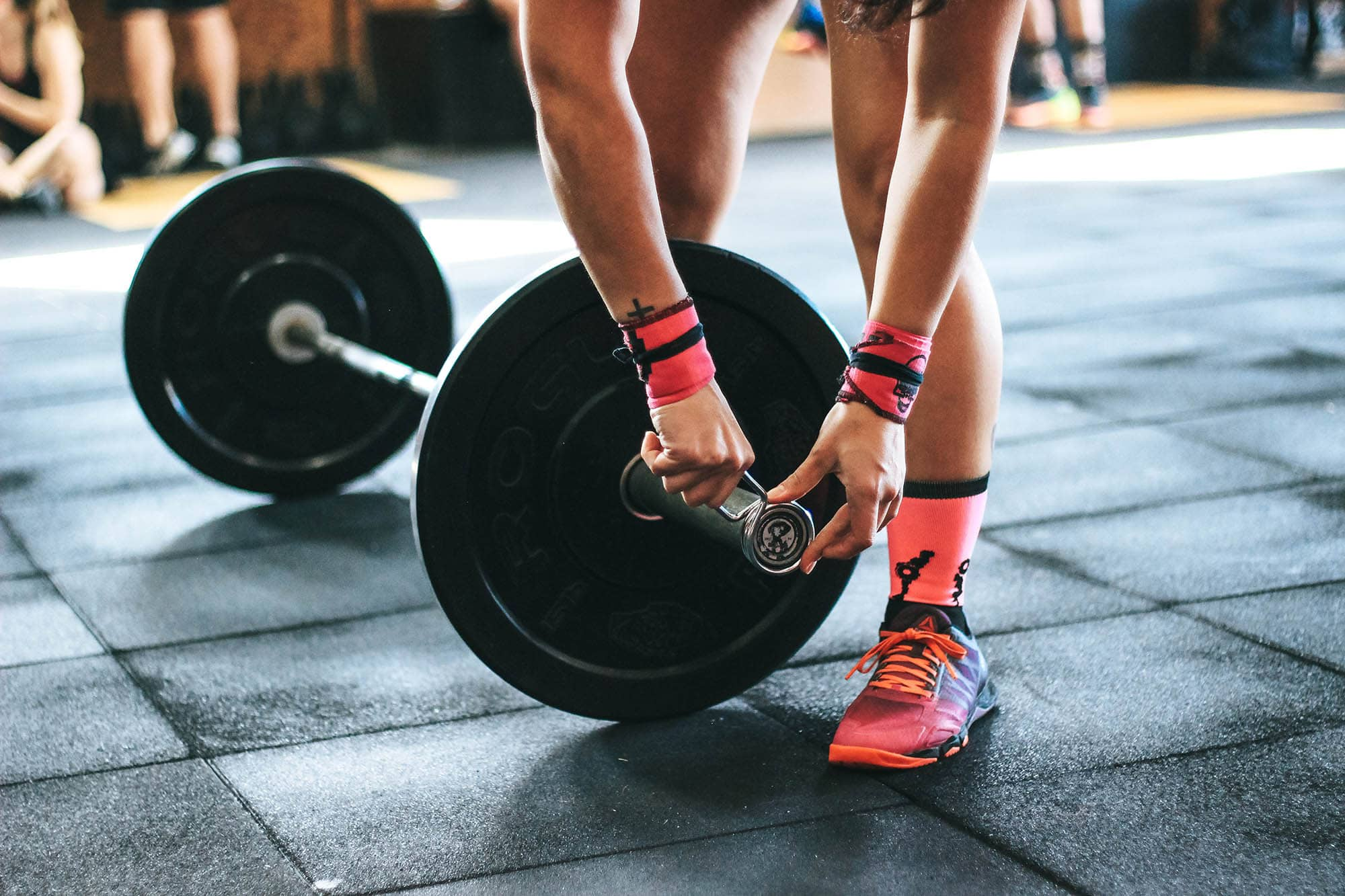 Photo of weight lifter in gym. (photo: unsplash)